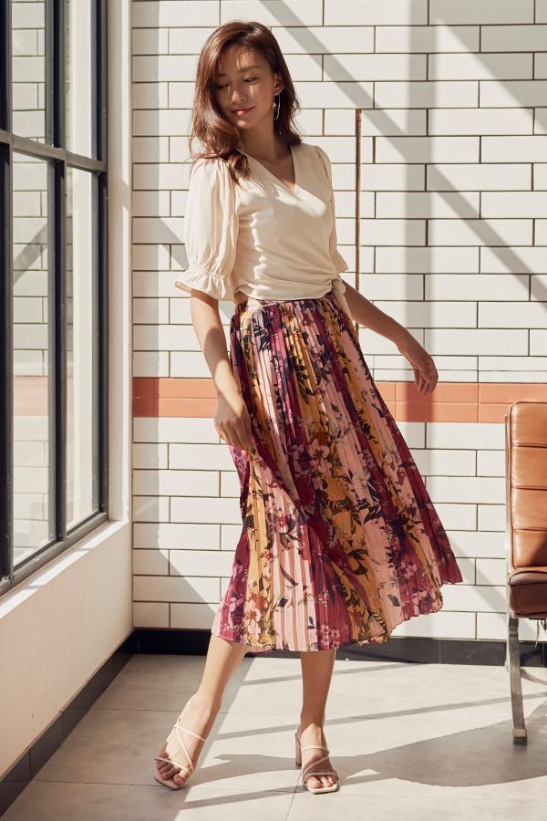 Chysa Pleated Colourblock Midi Skirt in Pink