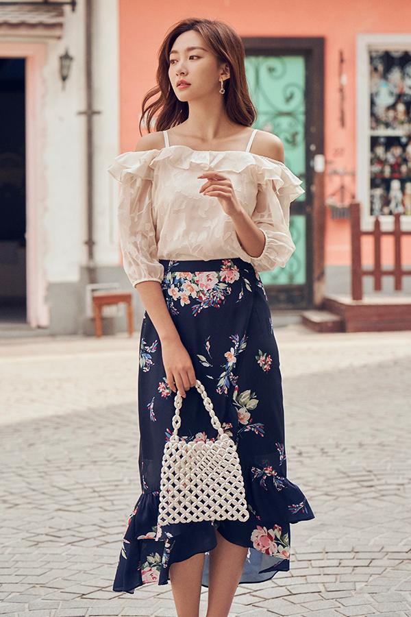 Dallia Floral Textured Top in Cream