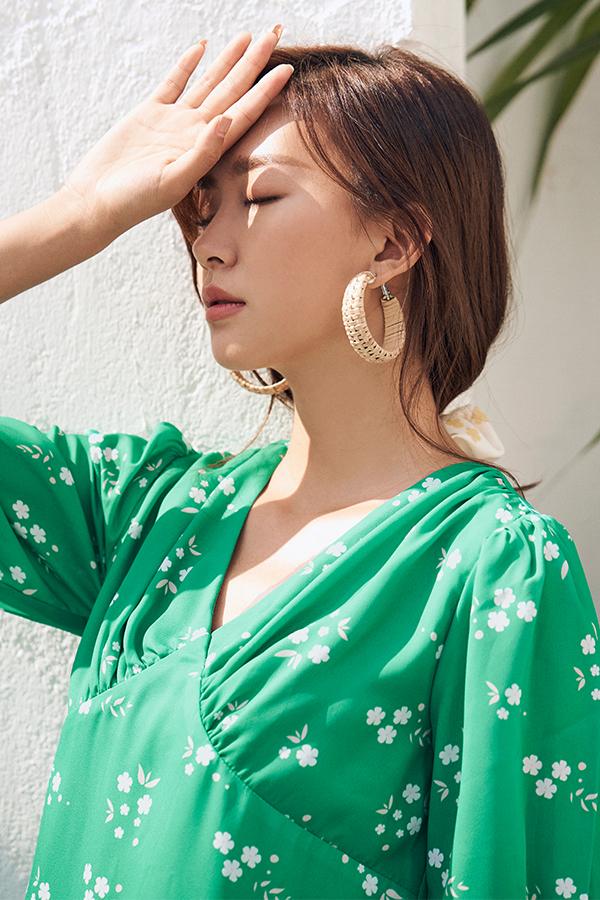 Lilla Sleeved Dress in Emerald Green