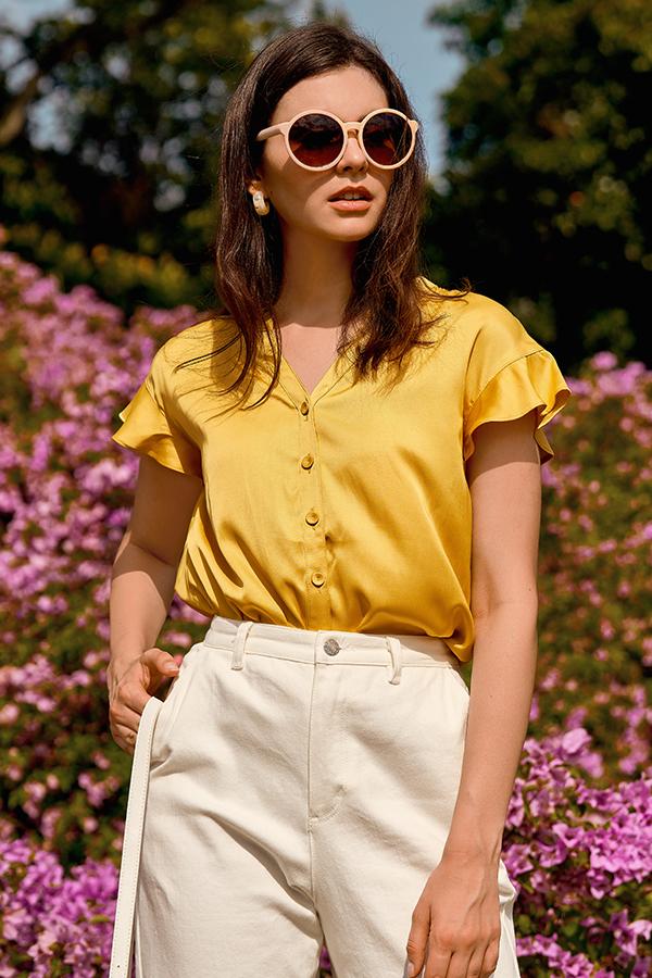 Mairi Buttoned Top in Daffodil