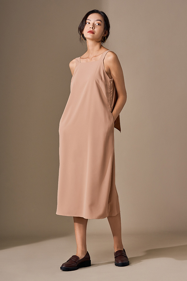Avien Knotted Back Midi Dress in Maple